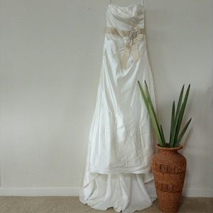 NEW WEDDING GOWN SIZE 4